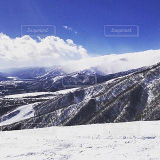 自然,アウトドア,空,スポーツ,雪,屋外,晴れ,山,氷,丘,人物,人,スキー,ゲレンデ,高原,レジャー,天気,スキー場,スノーボード,斜面,ウィンタースポーツ,眺め,日中
