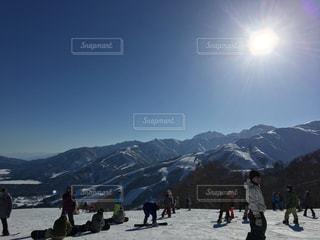自然,風景,アウトドア,空,スポーツ,雪,屋外,太陽,晴れ,山,人物,人,スキー,ゲレンデ,高原,レジャー,スキー場,スノーボード,斜面,ウィンタースポーツ