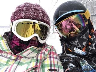アウトドア,スポーツ,雪,サングラス,雪山,人物,人,スキー,ゴーグル,スノボ,ゲレンデ,レジャー,ヘルメット,スキー場,リフト,スノーボード,メガネ,降雪