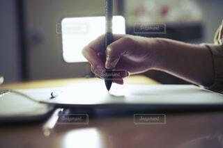 ペンタブを使って絵を描く人。の写真・画像素材[3661785]