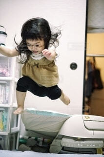 ジャンプする人の写真・画像素材[3804528]