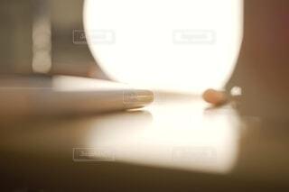 テーブルの上の間接照明。の写真・画像素材[3961544]