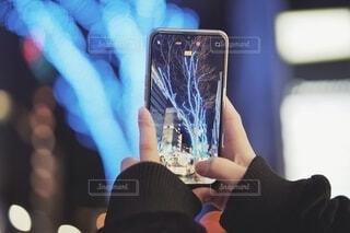 携帯で写真を採る人。の写真・画像素材[4017751]
