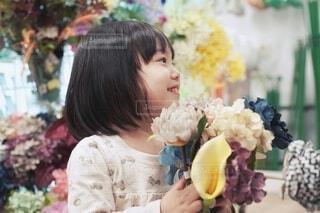 花束を持った女の子。の写真・画像素材[4167559]
