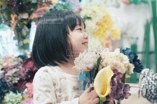 お花を摘んで、ニコニコ。の写真・画像素材[4167679]