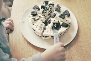 ケーキに忍び寄る手。の写真・画像素材[4181940]