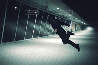 空中に飛び込む人。の写真・画像素材[4260105]