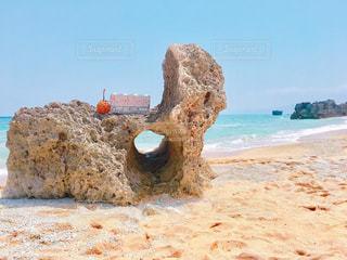 岩のビーチの写真・画像素材[902313]