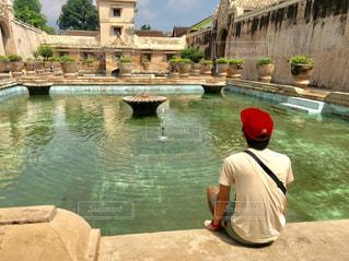 プールの水で人の像の写真・画像素材[1199644]