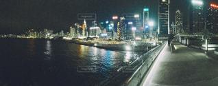 夜の街の景色の写真・画像素材[1385384]