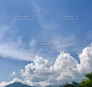 6月の雲の写真・画像素材[2432814]