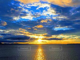 サロマ湖に沈む夕日の写真・画像素材[2859170]