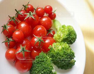 プチトマトとブロッコリーの写真・画像素材[3674051]