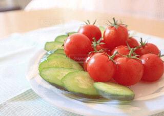 皿の上に果物のボウルの写真・画像素材[4662971]