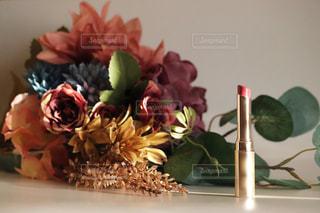 花束と口紅の写真・画像素材[2417715]