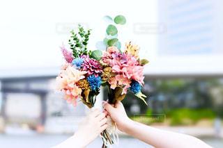 花,屋外,花束,手,レトロ,ブーケ,フィルム,ギフト,日中,フィルム写真,フィルムフォト