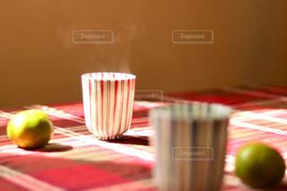 秋,冬,テーブル,休憩,グラス,みかん,お茶,湯気,乾杯,ドリンク,ひと休み,湯呑み