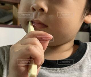 一人で歯磨きの写真・画像素材[2437730]