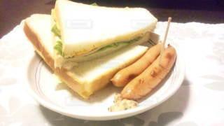サンドイッチとウインナーの写真・画像素材[2482328]