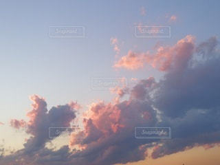 パステルカラーの空の写真・画像素材[2430585]