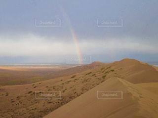 カザフスタン アイガン・クム Duneのダブルレインボーの写真・画像素材[2592299]