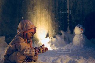 冬,キッズ,雪,屋外,レトロ,雪だるま,幼児,フィルム,フィルム写真,フィルム風,フィルムフォト