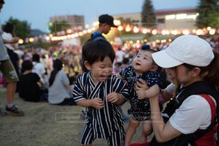 お祭りテンションで大ハシャギの写真・画像素材[2448404]