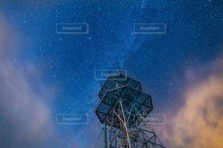 電波塔と星空の写真・画像素材[2716388]
