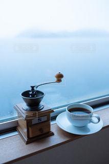 テーブルの上のコーヒー1杯の写真・画像素材[2889932]
