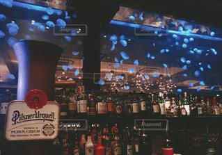夜,お酒,屋内,水,光,レトロ,ライトアップ,ボトル,クラゲ,フィルム,BAR,水槽,空間,フィルター,フィルム写真,フィルムフォト