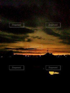 地平線から夜がの写真・画像素材[2429625]