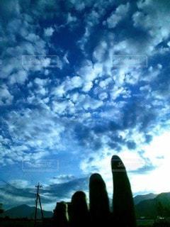 掴んでみたい雲の写真・画像素材[2447329]