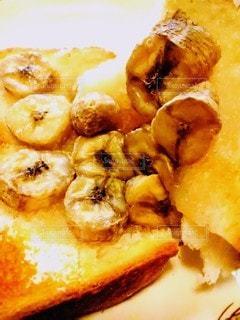 朝食にバナナトーストの写真・画像素材[2501811]