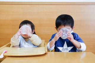 最後まで食べちゃうの写真・画像素材[2700428]