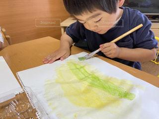 子ども,絵,テーブル,ペン,色,紙,筆,おえかき,集中,絵具,おうち遊び,おうち時間