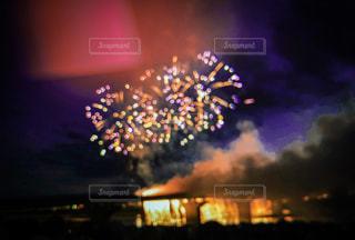 風景,夏,夜景,カラフル,花火,花火大会,夏休み,フィルム,打ち上げ花火,素材,フィルム写真,空模様,写真素材,フィルムフォト