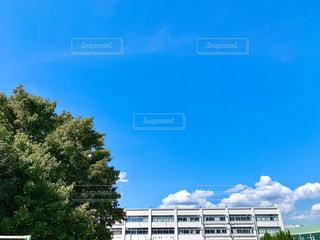 大きな白い建物の写真・画像素材[2422836]
