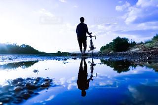 雨上がりのサイクリングの写真・画像素材[2549026]