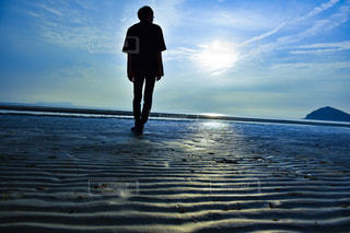 海に向かっての写真・画像素材[2549382]