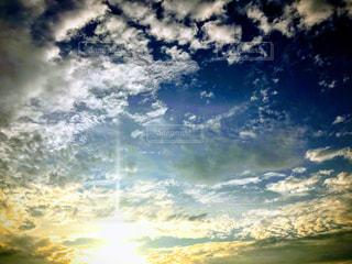 西日の空の写真・画像素材[2412615]