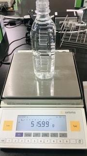 PETボトル飲料の重量測定の写真・画像素材[2413620]
