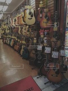 ギターディスプレイの写真・画像素材[2439628]
