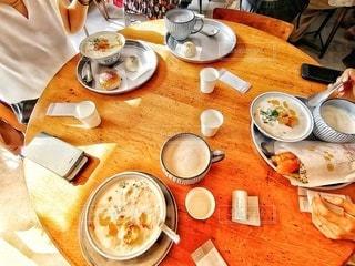 その日仕込みの豆乳を使った黒糖豆乳と豆乳粥の写真・画像素材[2490838]