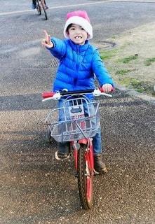 歯抜けサンタと自転車の写真・画像素材[2810175]