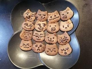 家族で初めての手作りクッキーの写真・画像素材[2941124]