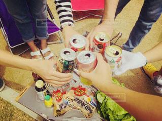 お酒,屋外,グラス,缶,乾杯,ドリンク,BBQ,友達,ウィンナー