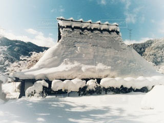 雪に覆われた山の写真・画像素材[2838937]