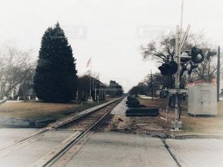 線路と踏切の写真・画像素材[2856573]
