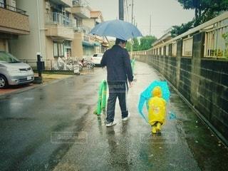 雨の日の散歩の写真・画像素材[2907729]