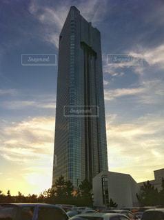 千葉県幕張の高層ビル 夕景の写真・画像素材[2423523]
